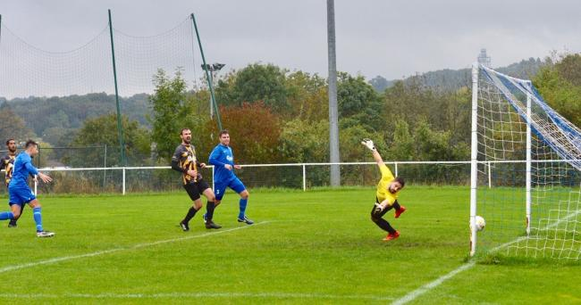 Oxhey Jets produced another thrilling comeback to draw 2-2 with Edgware Town. Picture: Len Kerswill