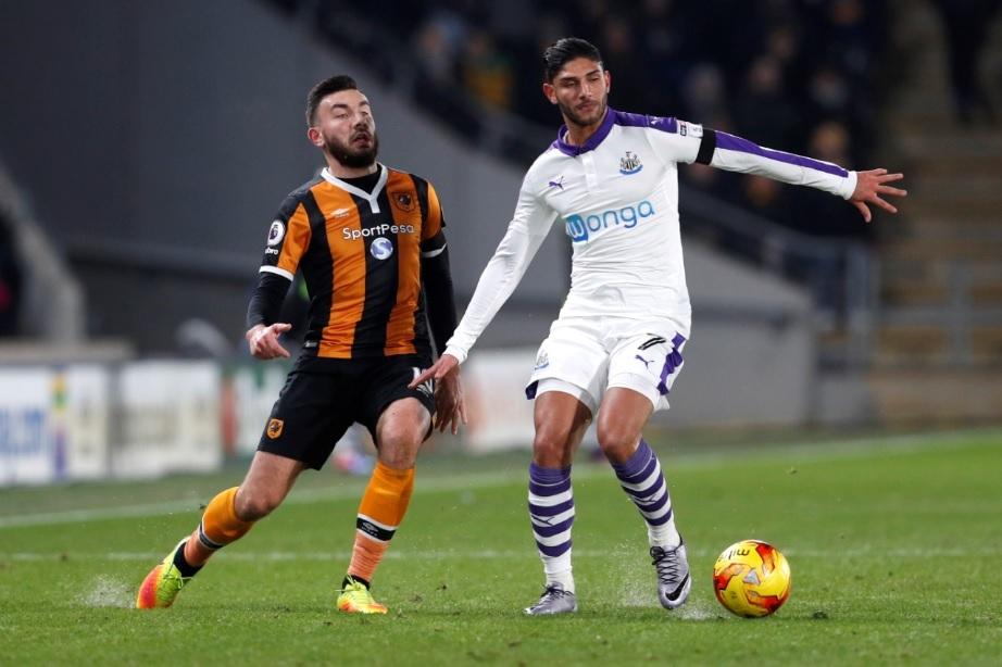 Watford sign former Newcastle United defender Achraf Lazaar