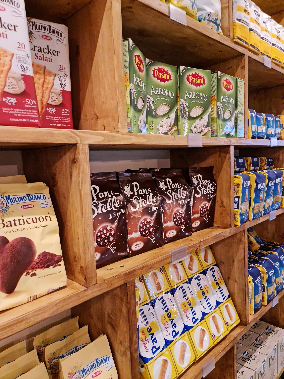 I clienti possono ora acquistare pasta e ingredienti in televisione, con un rilascio completo del ristorante previsto per facilitare i controlli