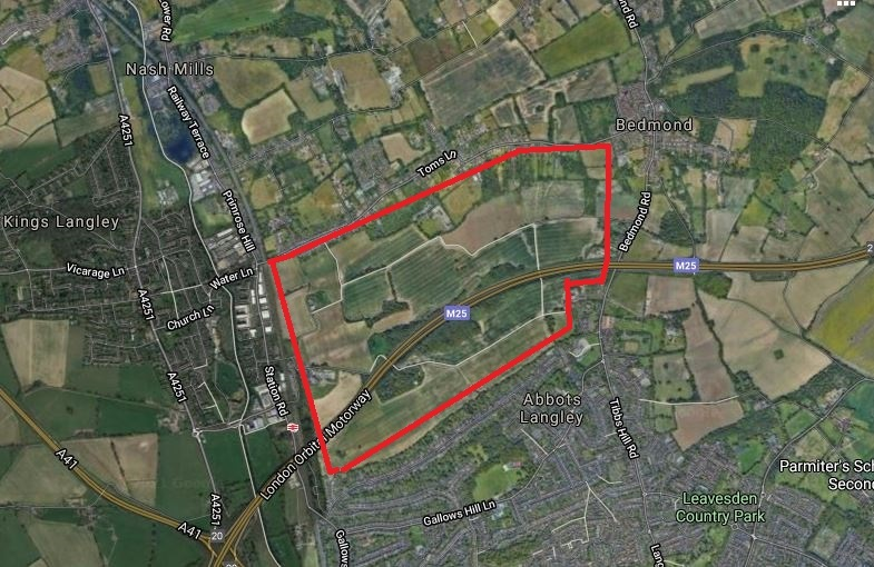 Outlined in red is roughly the land referred to by the council as the Kings Langley Estate where they are appear to be refusing to build as many as 2,000 homes. Credit: Google