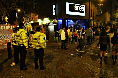 A 1am guillotine on alcohol sales would make the town centre a safer place, says Watford's top police officer.