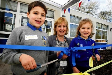 Watford primary school unveils new building