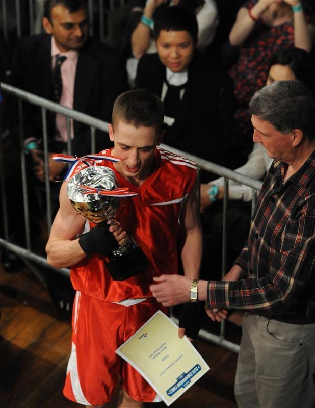 واتفورد أوبزرفر: فاز ريس بيلوتي بلقب ABA 2012 بوزن 54 كجم.  الصورة: صور الحركة