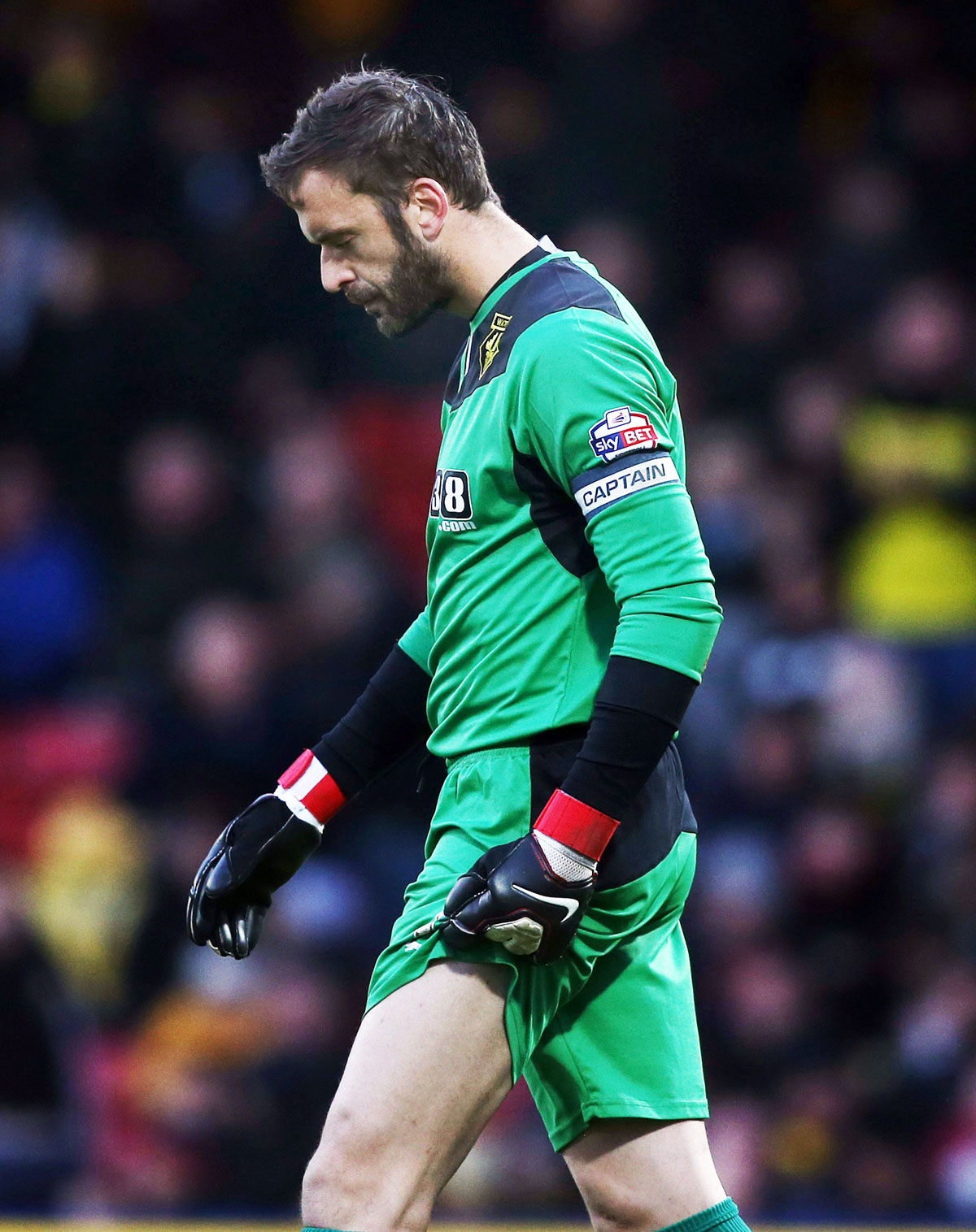 Manuel Almunia's last minute mistake cost the Hornets two points. Picture: Action Images