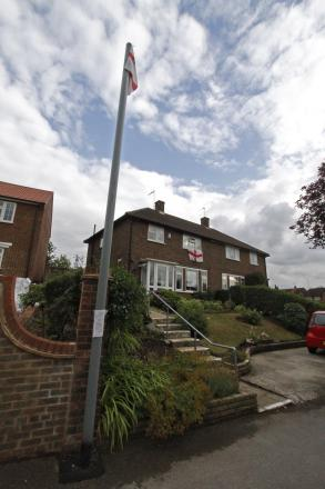 Meeting held to find 'reconciliation' over Bushey eruv poles