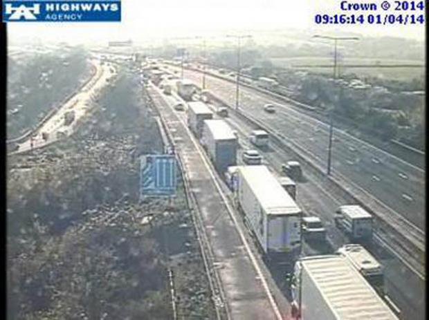 Man dies after lorry overturns on M1