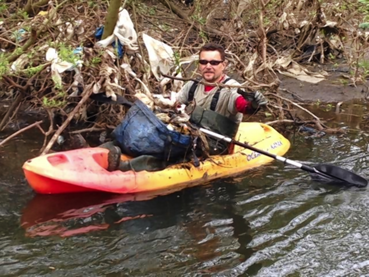 Kayaking litter-picker went 'above and beyond'