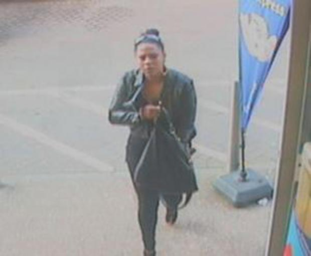 Police release CCTV images after purse theft