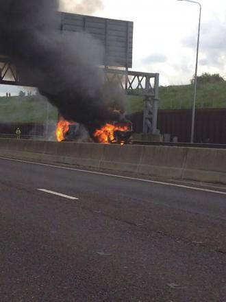 M25 lorry fire: road remains closed anti-clockwise