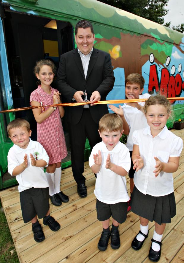 Watford Observer: Roger Billings unveiling the school's library bus