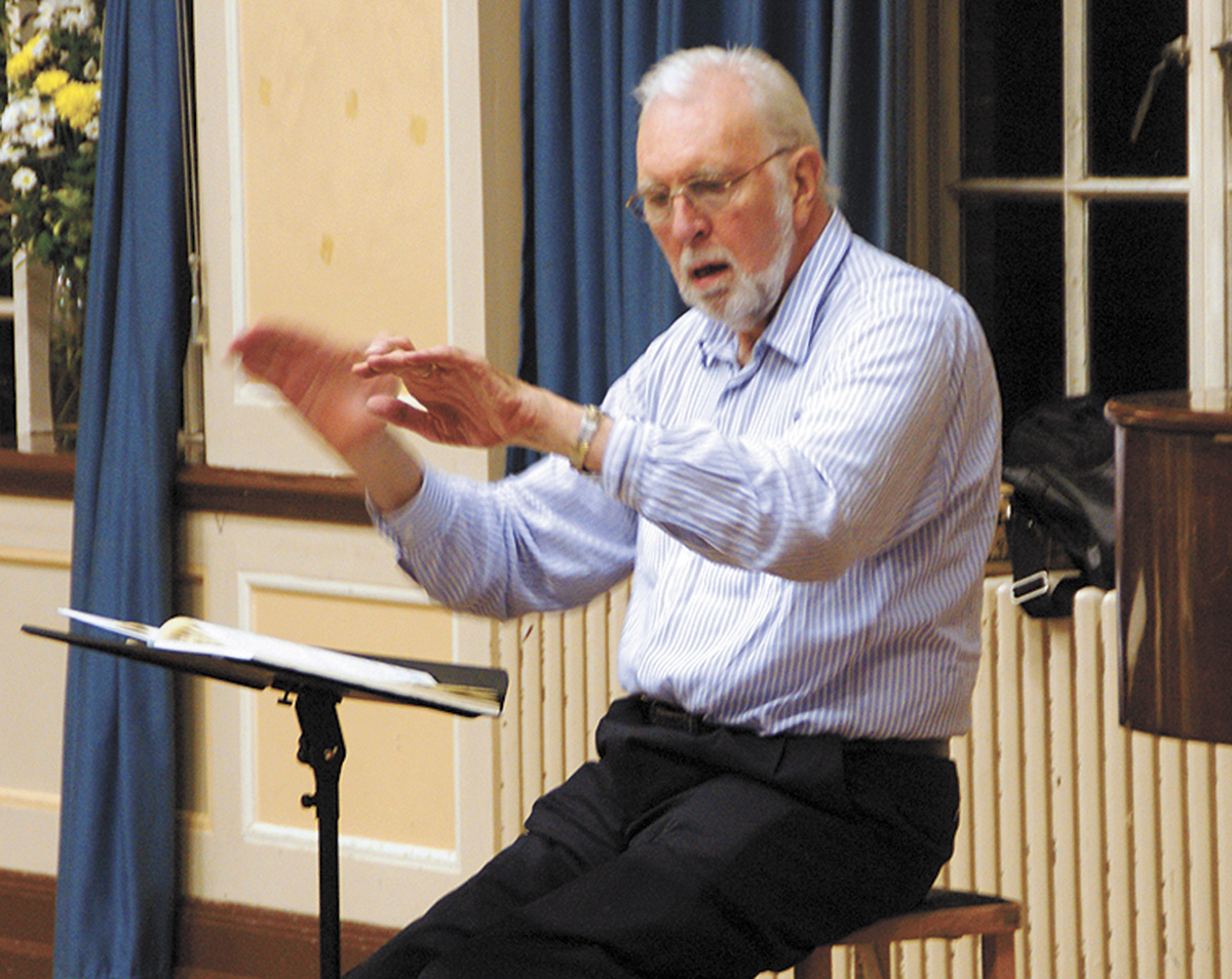 Terry Edwards conducting Watford Philharmonic