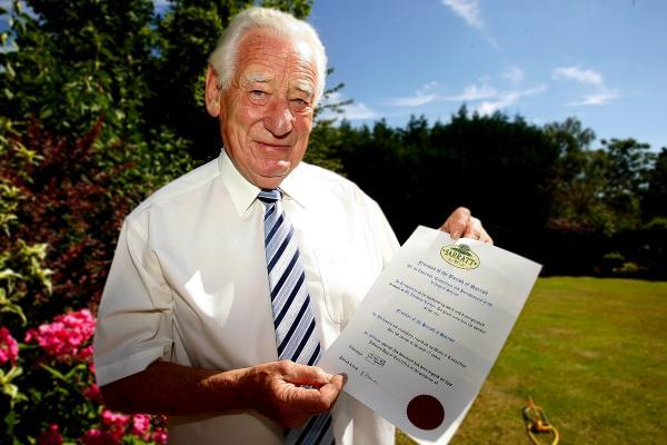 Councillor named Freeman of the Parish of Sarratt after 17 years of hard work
