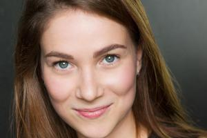 Lowri Izzard plays Cassandra in I Capture the Castle