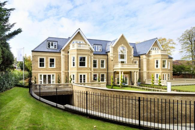 MOVE INTO HERTFORDSHIRE'S BEST DEVELOPMENT FOR CHRISTMAS