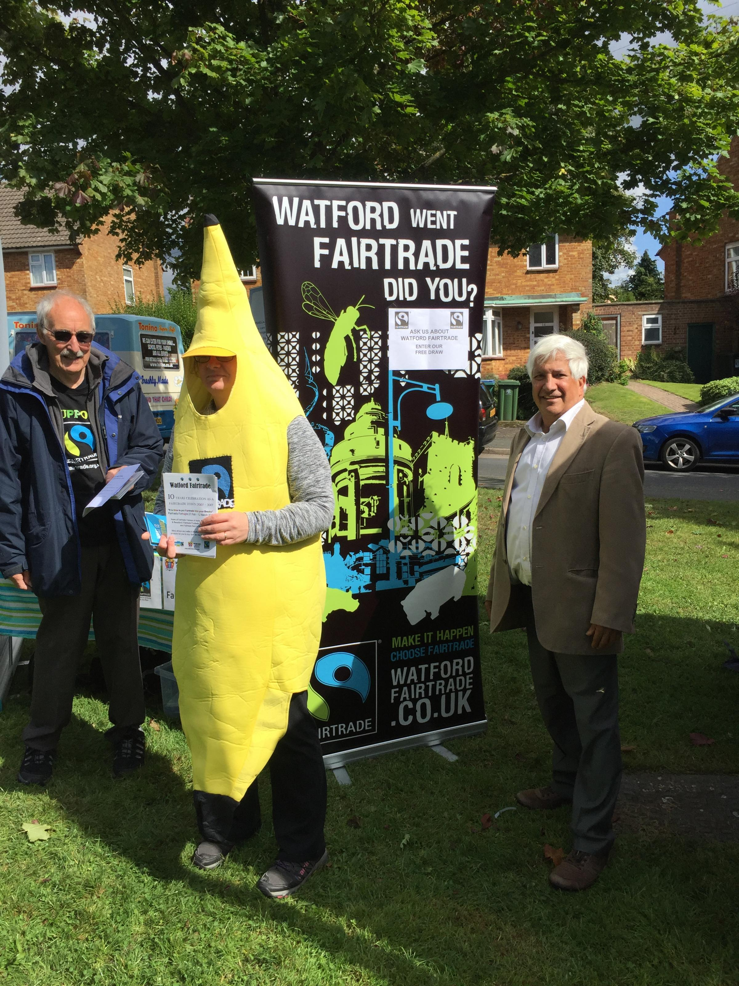 Cllr Martins campaigning to get Watford shopping fairtrade this Christmas